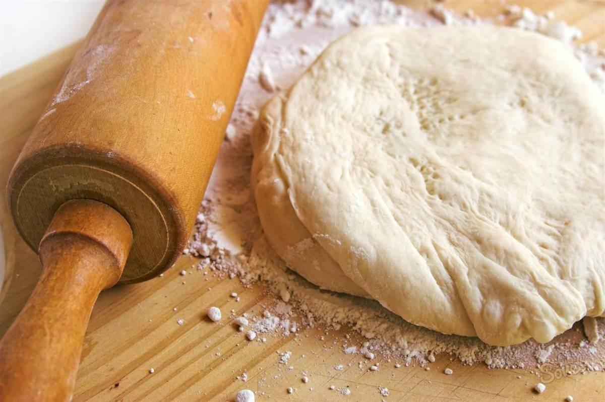Как раскатать тонкое тесто для пиццы?